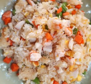 How to cook Vietnamese fried rice with seafood